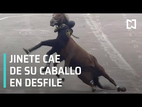 Jinete y caballo caen en desfile de la Revolución Mexicana - En Punto