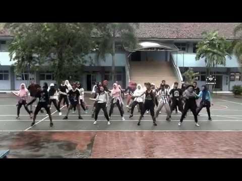 SCARY Birthday Surprise Flashmob