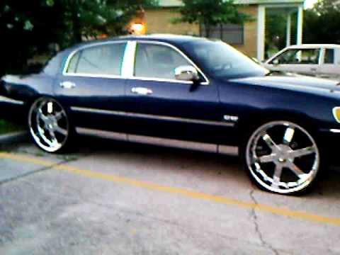 Lincoln Town Car On Airrbags Youtube