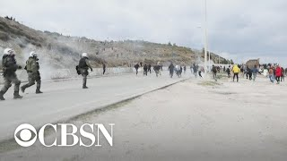 Baixar WorldView: Police fire tear gas at demonstrators in Greece