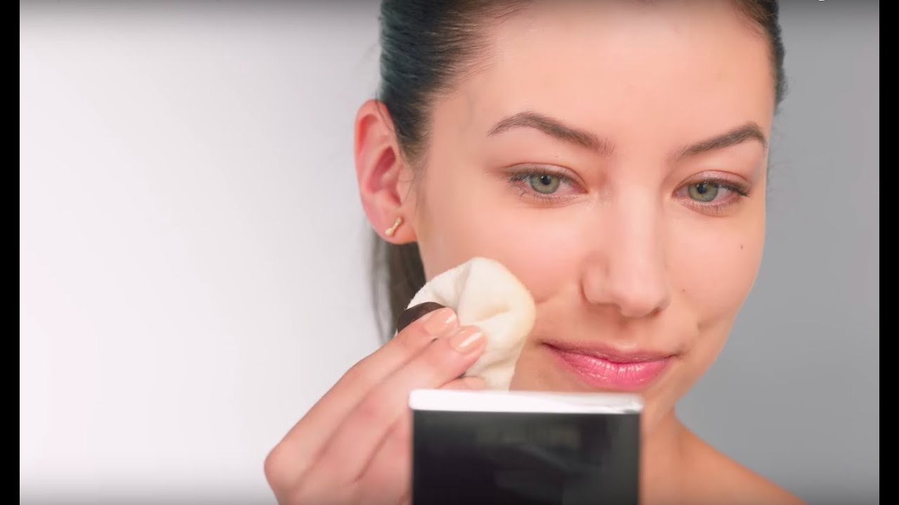 How to Keep Foundation Looking Fresh | Laura Mercier x Byrdie