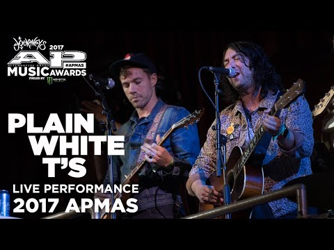 "APMAs 2017 Performance: PLAIN WHITE T'S perform ""HEY THERE, DELILAH"""