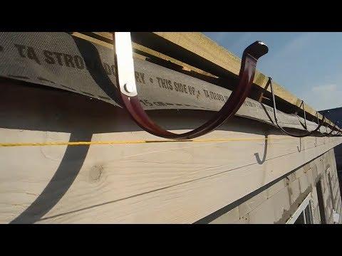 Монтаж креплений для слива воды на вальмовой крыше