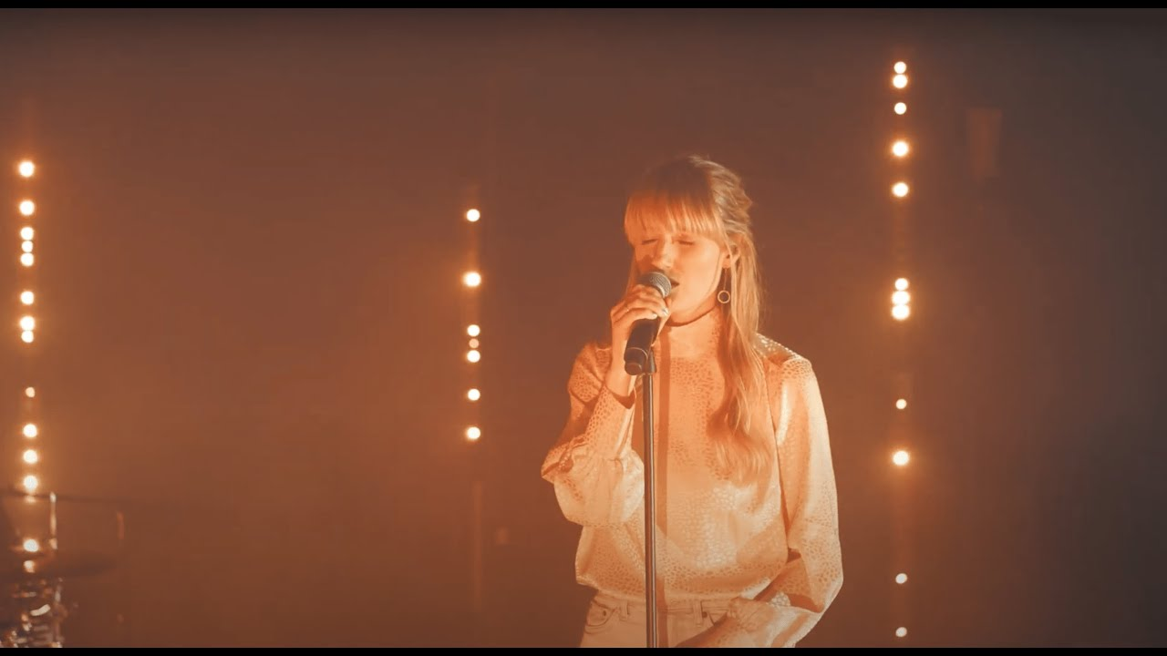 Robyn Sherwell - Bare Minimum (Official Live Video)