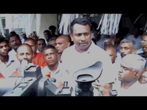 Mahinda Amaraweera escapes from the meeting regarding Umaoya issue