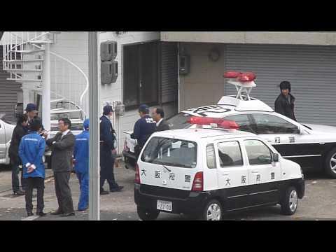 Police attend robbery scene - Japan