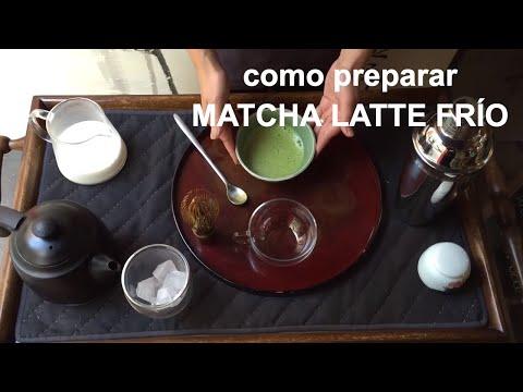 Preparación de matcha latte en frío