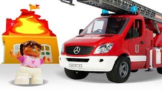 Видео про Машинки Помощники Пожарная Машина в детскои помогает чудо машинкам и лего человечкам