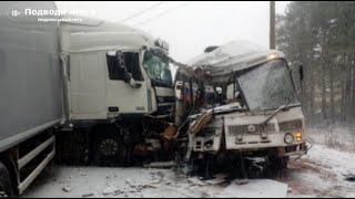 Фото 18.11.2020г - ДТП в Ленинградской области. Столкнулись пассажирский автобус Паз и большегруз DAF.