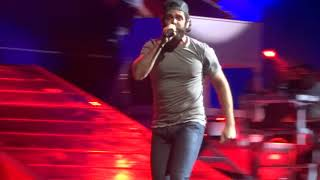 "Thomas Rhett sings ""Look What God Gave Her"" live at PNC Music Pavilion"