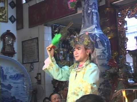 thanh đông Lê Tuấn Việt hầu thánh tại đền Dâu p5