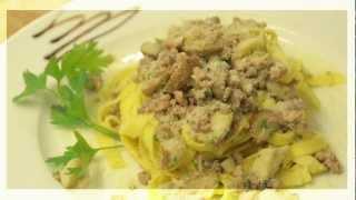 Fettuccine Con Porcini E Salsiccia - Bandnudeln Mit Steinpilzen Und Salsiccia