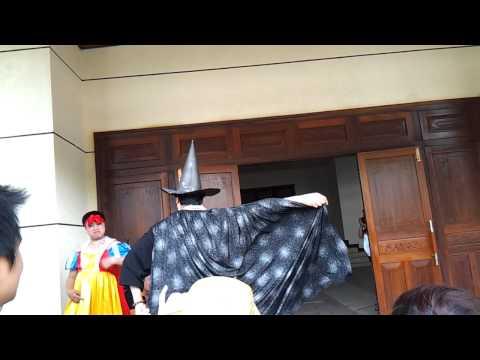 Bạch Tuyết nhảy Gangnam Style cùng Mụ phù thủy độc ác
