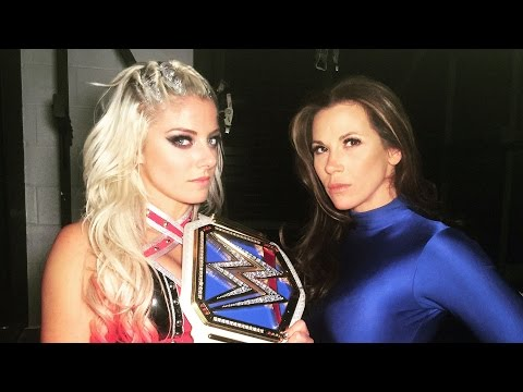 Mickie James savagely burns Becky Lynch on Twitter