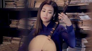 Hoa hậu Đỗ Mỹ Linh trổ tài nghệ gảy đàn trên nền nhạc Dạ Cổ Hoài Lang 'ngọt lịm' của bé Bảo Ngọc