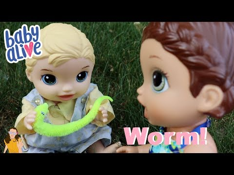 Baby Alives Find Worm Outside! | Kelli Maple