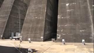 Бразилия (Игуасу) - Плотина Итайпу - Едем по плотине(, 2013-05-04T08:00:24.000Z)