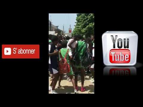 Safarel Obiang Démo gratté gratté par des élèves