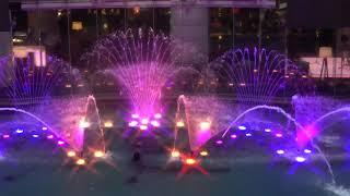 キャナルシティー博多の噴水ショーをスケッチしました。