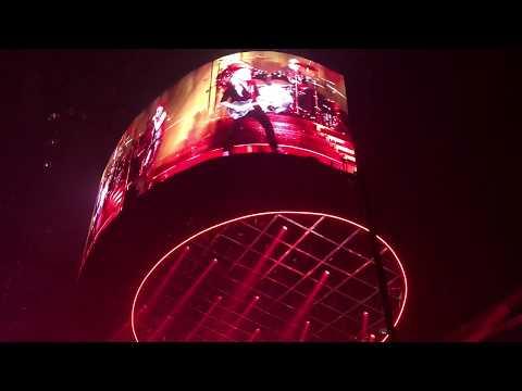 "Queen + Adam Lambert - ""Fat Bottom Girls"" - Quicken Loans Arena, Cleveland, Ohio 7/21/17"