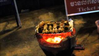 As fried frogs in Cambodia. Как жарят лягушек в Камбодже.