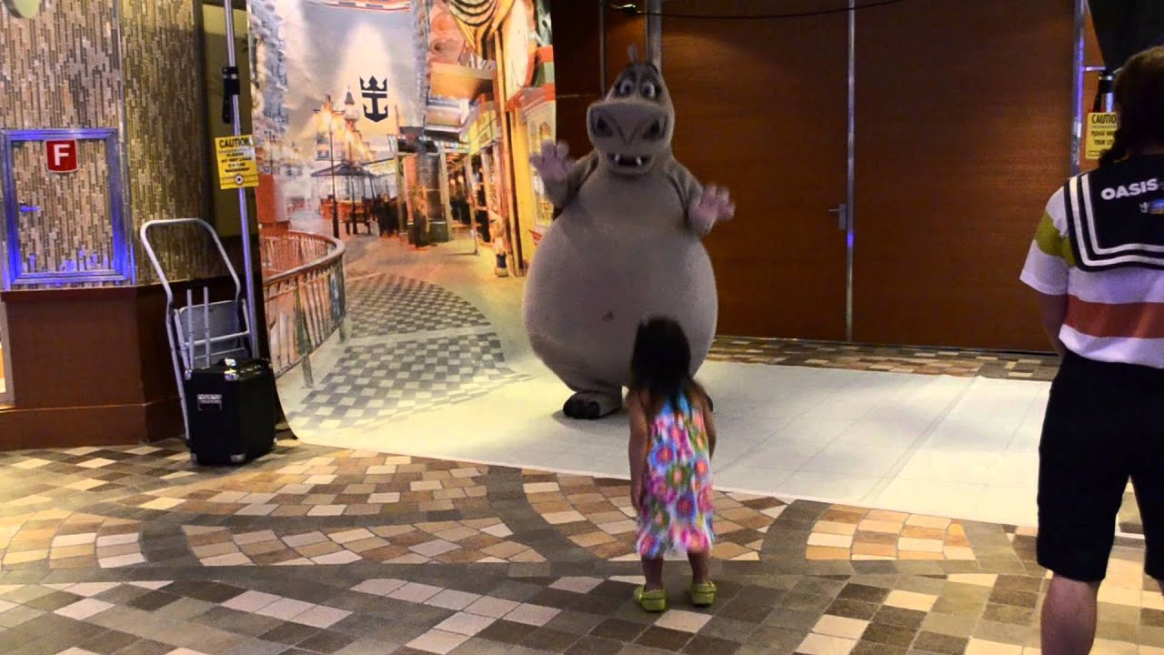 Oasis Of The Seas: Darah & Gloria (the Hippo)_one On One