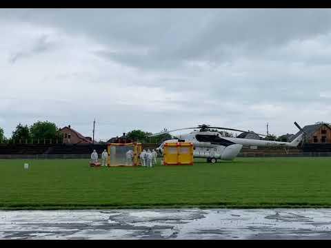 Погляд: Спільні навчання медиків та рятувальників із транспортування гелікоптером хворого на COVID-19