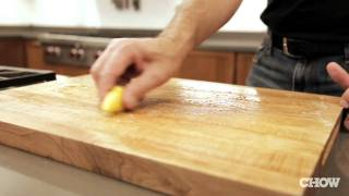 How To Clean Your Cutting Board Without Soap - Chow Tip