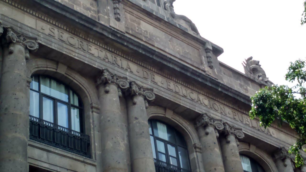 Arquitectura clasica fachada de la sede de la secretaria for Arquitectura para la educacion pdf
