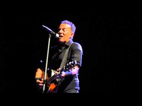"""""""Girls in Their Summer Clothes"""" - Bruce Springsteen, Perth Arena (7 Feb 2014)"""