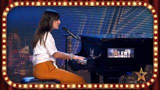 Toca el PIANO y CANTA una PRECIOSA versión de un tema de GAGA | Inéditos | Got Talent España 2019