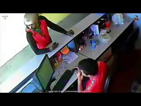 Lelaki India Berparang Rompak Cyber Cafe Kulim Kedah 3.Februari.2015 Mangsa Cedera Parah