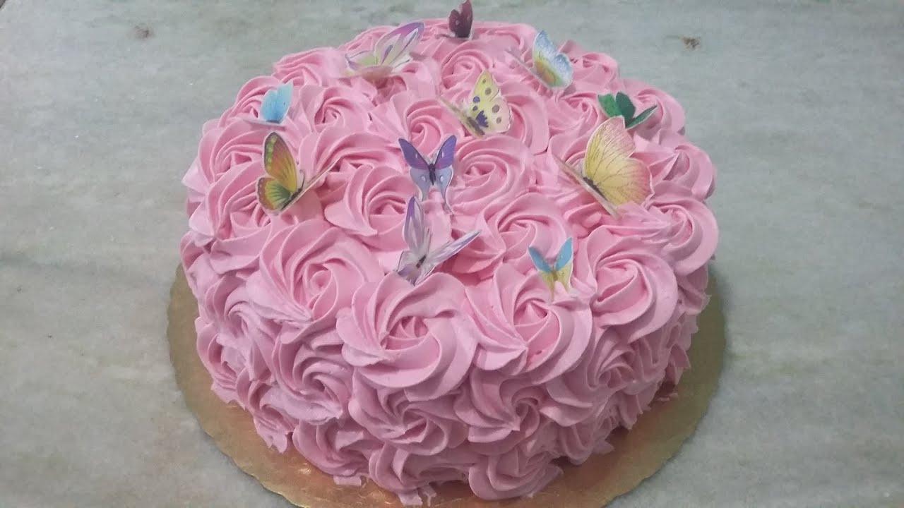Bolo rosas de chantilly com borboletas comestíveis Como aplicar