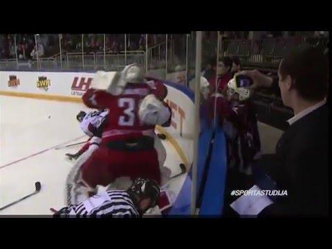 Драка вратарей Латвия-Беларусь ХОККЕЙ