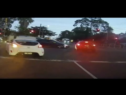 BAD DRIVING AUSTRALIA # 57 Angry Towie , ITS RED , Wrong Way , Submissions Special