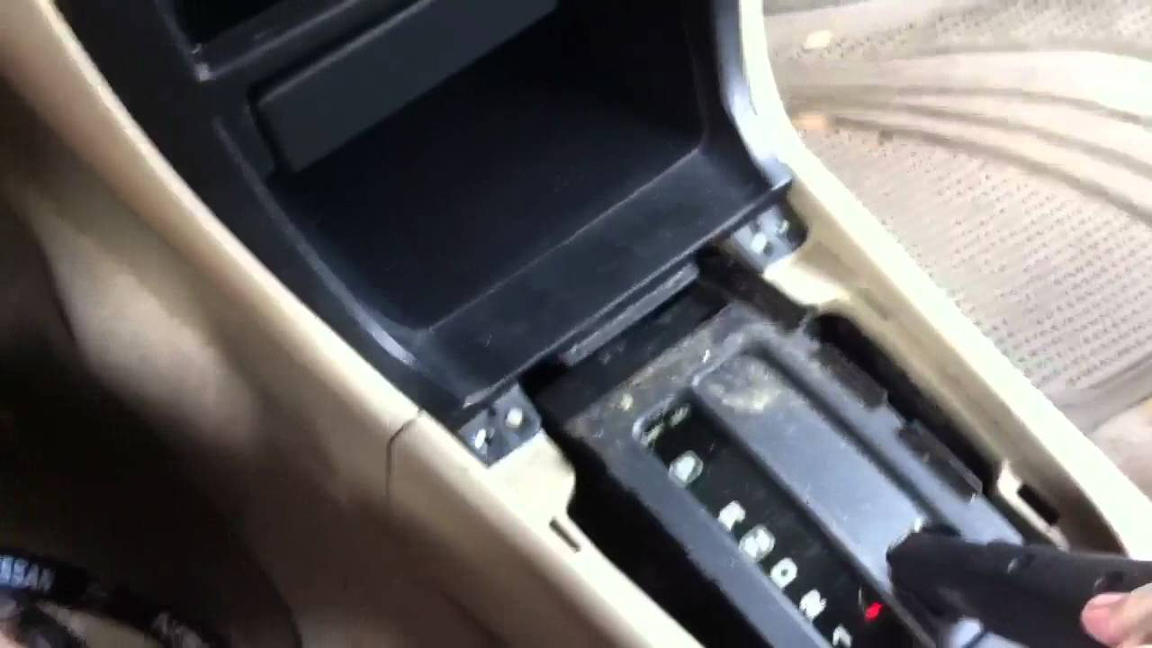 Disassembling the radio trim on 98-01 Nissan Altima. - YouTube
