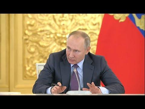 Путин о протестах: «Нельзя допускать, чтобы за броском пластикового стаканчика летели бутылки»