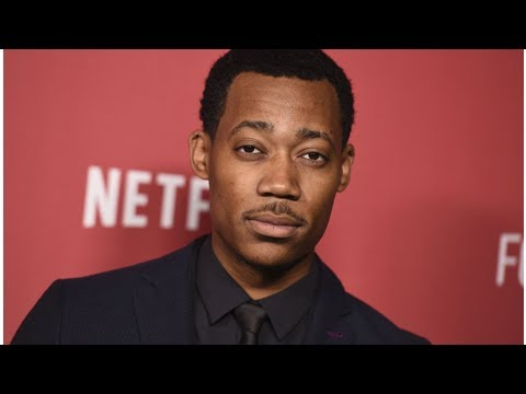 Tyler James Williams Joins Sarah Hyland In 'The Wedding Year'
