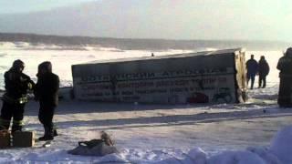 Машина провалилась под лед на реке Томь(, 2014-12-21T14:32:02.000Z)