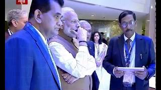 PM visits virtual digital exhibition at Global Mobility Summit
