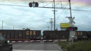 Video Long CSX Freight Train Passing Through Flint, MI download MP3, 3GP, MP4, WEBM, AVI, FLV April 2018