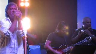 Jaane kya dhoondta hai Live by Lucky Ali
