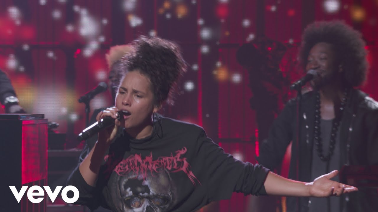 Alicia Keys - Girl On Fire (Live from Apple Music Festival, London, 2016)