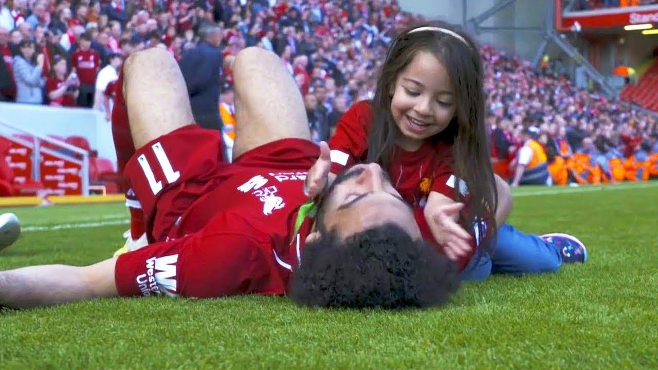 Photo of شاهد افضل لحظات نجوم كرة القدم مع ابنائهم داخل الملعب..!! – الرياضة