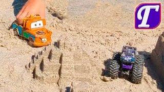 Максим Играется Игрушками на Пляже у Атлантического Океана Делает Полёты в Воздухе и в Воду fun