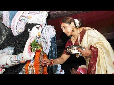 Rani Mukerji In TRADITIONAL Look Celebrates Durga Puja 2016