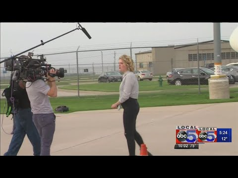 Maddie Poppe talks about being back home in Iowa Mp3