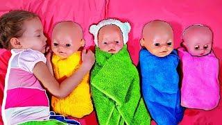 Atrapando muñecas del bebé de Mi Mi Kids