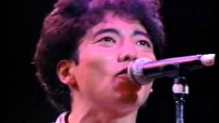 説明 1990年のライブ映像です。