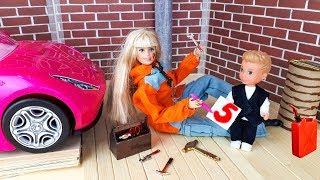 УЧИТЕЛЬНИЦА УШЛА С УРОКА !!! ГДЕ УЧИТЕЛЬ ??? Школа куклы Барби